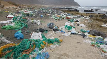 Collecte et valorisation des déchets plastiques au Cap Vert-plage